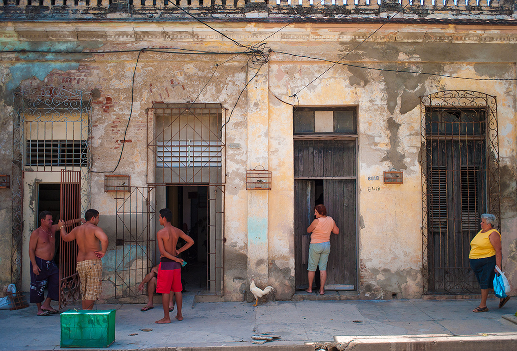 Waiting for the bus, Havana
